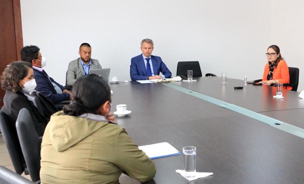 Gobernadora de Imbabura mantuvo una reunión con el Secretario de Educación