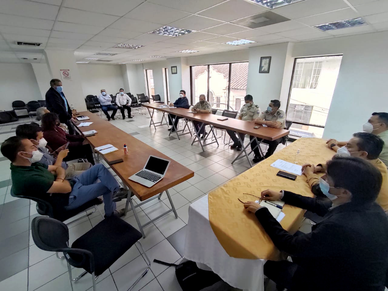 Gobernador de Imbabura y transportistas del sector turístico de la zona 1, conformaron una mesa de diálogo.